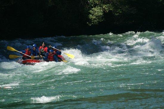 Bastion TraveL & Adventure: el rio manso al limite con chile