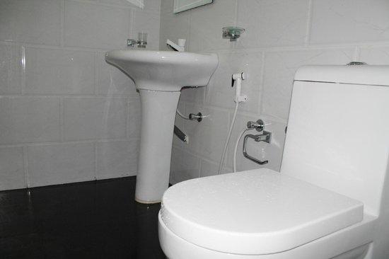 Heavens Holiday Resort : bathrooms