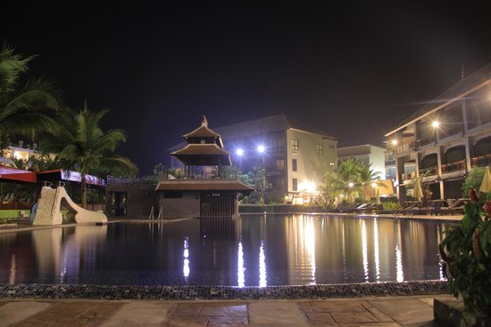 Ao Nang Naga Pura Resort & Spa: Pool, Bar and Sitting area above it
