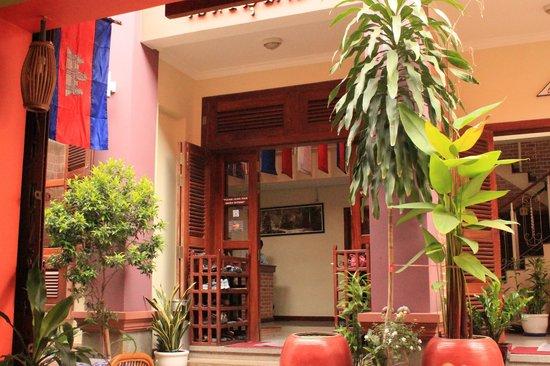 Neth Socheata Hotel: entrance