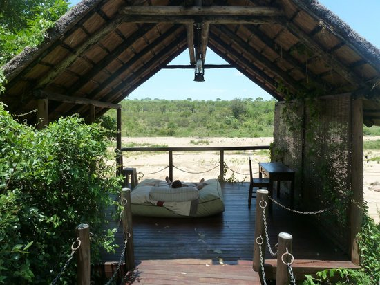 Jock Safari Lodge: day bed not overlooked by anyone !!