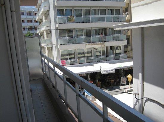 Amaryllis Hotel: Вид с балкона номера.