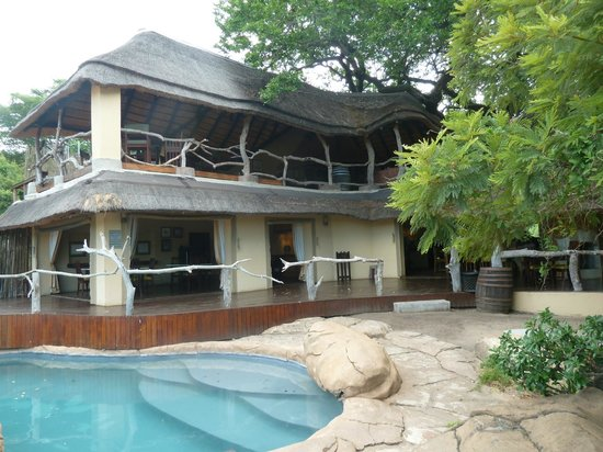 Jock Safari Lodge : diniing area and bar