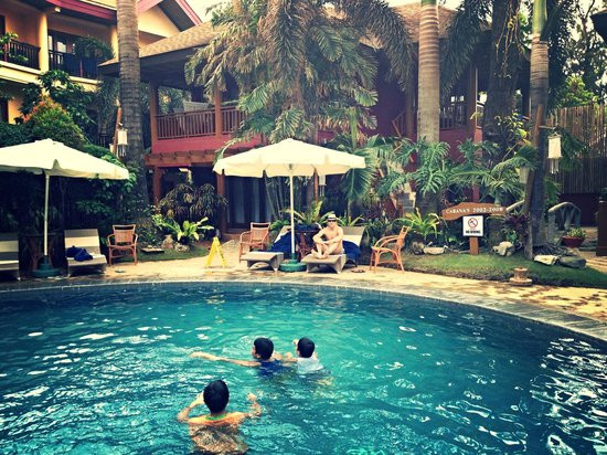 Best Western Boracay Tropics Resort: Бассейн