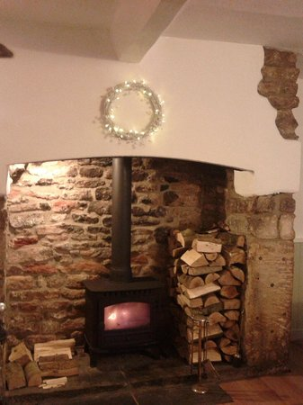 The Greek Taverna : Fireplace