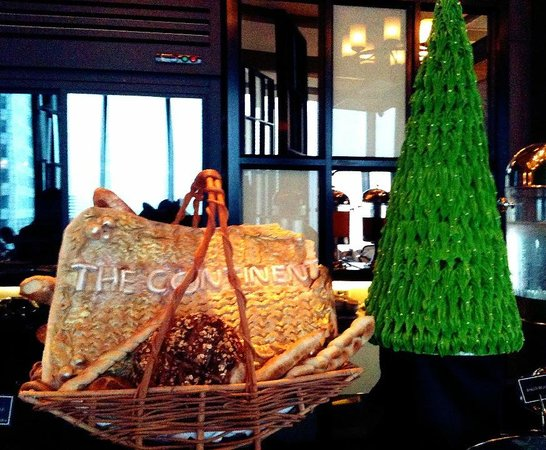 The Continent Hotel Bangkok by Compass Hospitality : Medini restaurant - place for breakfast