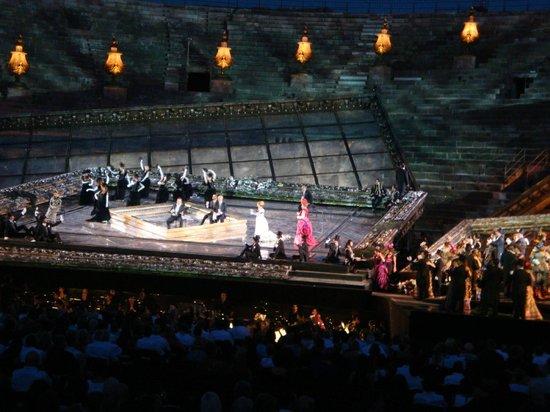 Arènes de Vérone : オペラ椿姫