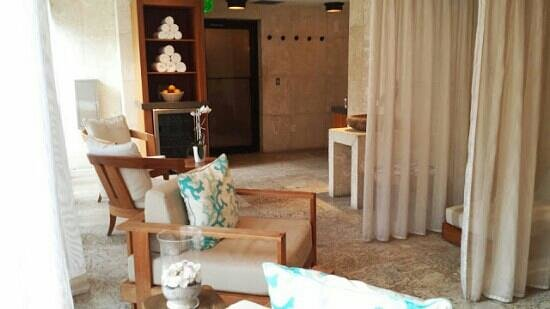 The Palms Hotel & Spa: spa waiting room