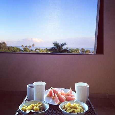 Las Palmas Inn : Enjoying breakfast on the balcony (we provided the food, they provided the dishes and the view)