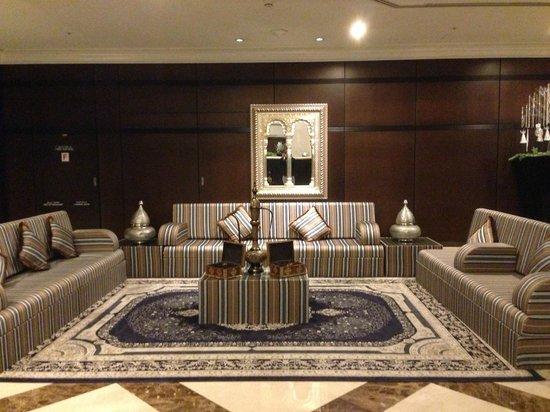 Al Bustan Rotana - Dubai: Hotel lobby