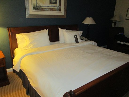 Sheraton Skyline Hotel London Heathrow: Kingsize bed