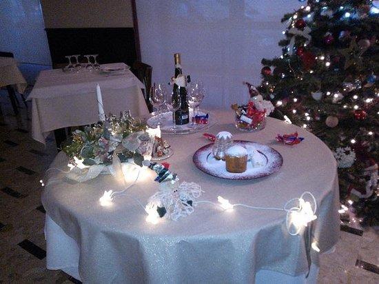 Interno foto di ristorante perotti pedaso tripadvisor for Tavolo natalizio