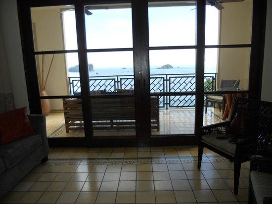 Arenas del Mar Beachfront & Rainforest Resort: Living room