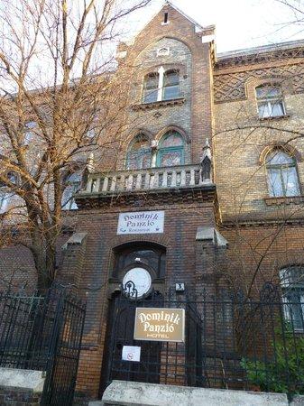 Dominik Panzio расположен в старинном здании