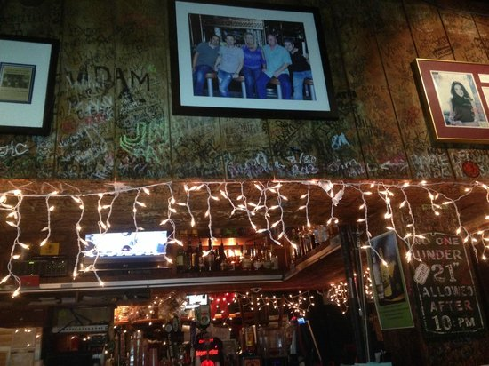 Bernie's Oyster House: Pics on the Wall