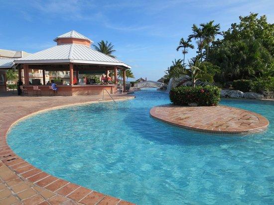Island Seas Resort : Inside the resort (pool and bar)