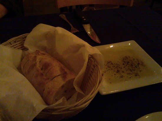 Gios Italian Kitchen: Bread w/ olive oil and ground pepper