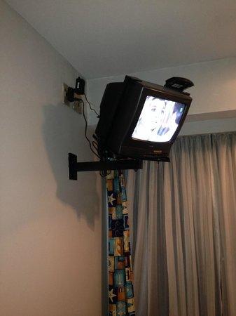 Oceano Copacabana Hotel: TV pequena