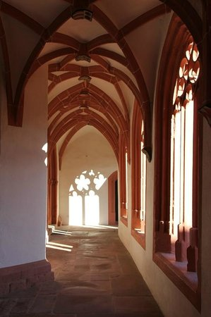 Katholische Pfarrkirche St. Stephan: Kreuzgang von St. Stephan