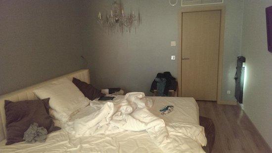 Abba Berlin Hotel : de kamer met het kingsize bed