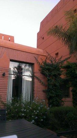 Adama Resort : petite terrasse entre la chambre et sejour et cuisine