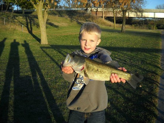 Wyanet, IL: Matthew Harris and bass caught at Lock 19