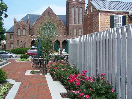 Hardesty-Higgins House Visitor Center: HHHVC Rose Garden