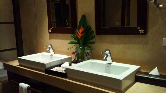 Bo Phut Resort & Spa: Phone image of bathroom of Garden Villa