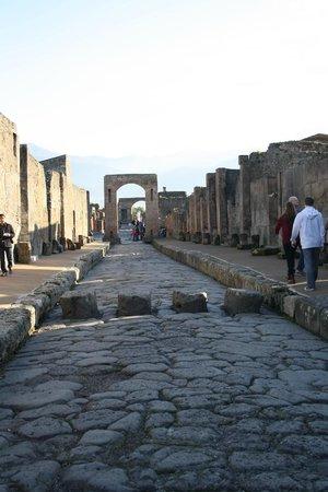 Pompeii - Parco Archeologico: via dell'Abbondanza