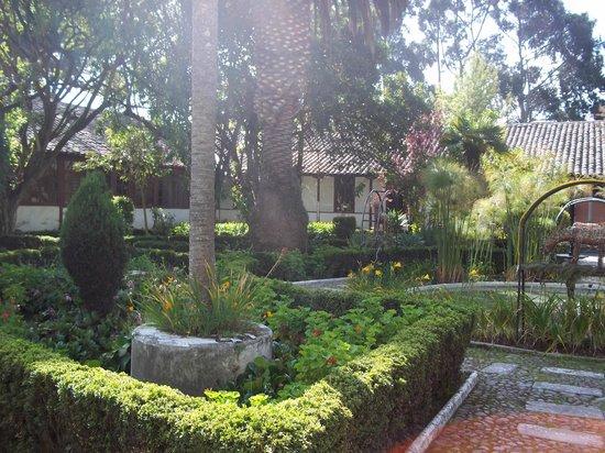 Hacienda La Cienega: Parque principal interno