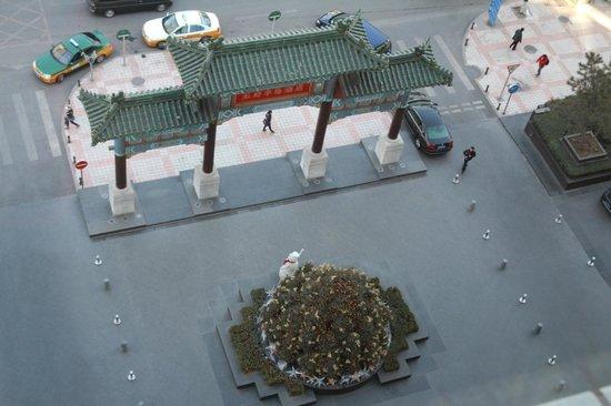 The Peninsula Beijing: Gate