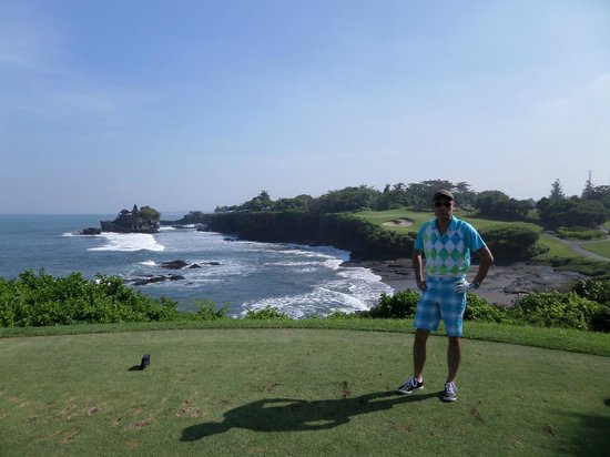 Pan Pacific Nirwana Bali Resort: Signature hole with Tanah Lot in the background
