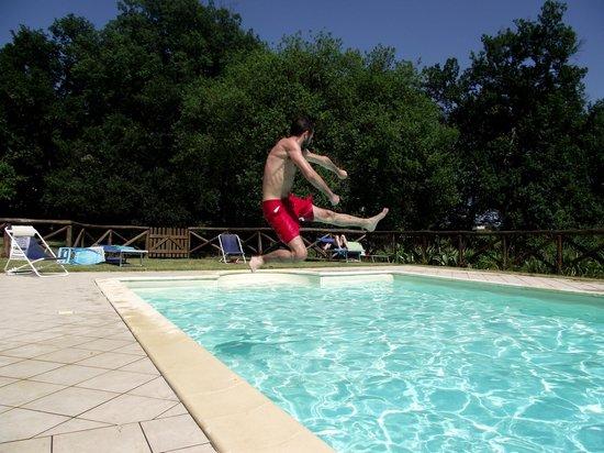 Agriturismo Le Baccane: tuffo in piscina