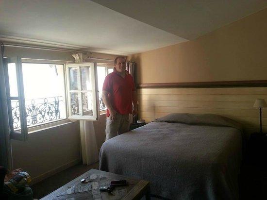 Hotel De L'Amphitheatre : camera vista 2