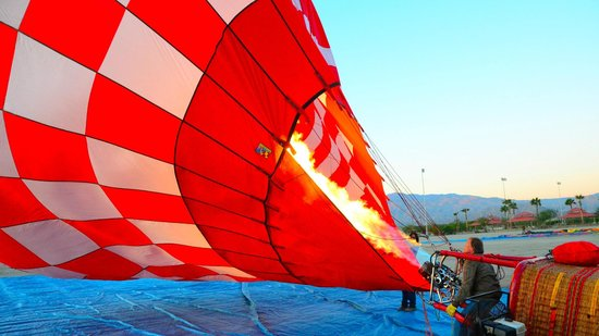Havnfun Hot Air Ballooning : Tom inflating the canopy