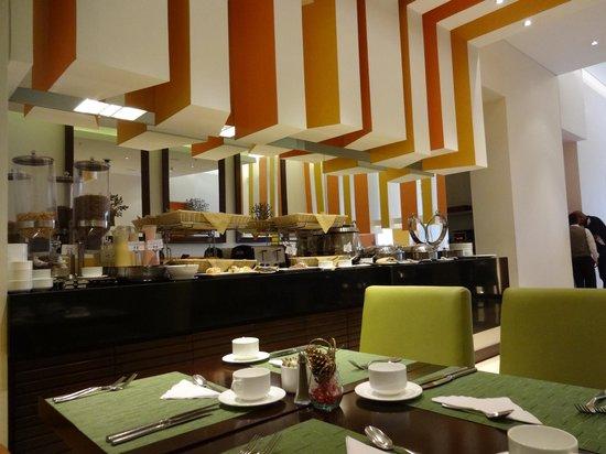 Holiday Inn Bogota Airport: café