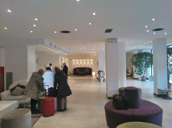 Hotel Lugano Torretta: Reception, ampia e moderna