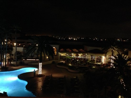 The Waterfront Beach Resort, A Hilton Hotel : Night view from our bedroom