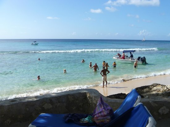 The Club, Barbados Resort and Spa: Very Swimable Beach in front of resort with easy steps to