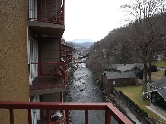 Baymont Inn & Suites Gatlinburg On The River: River view from 3rd floor room