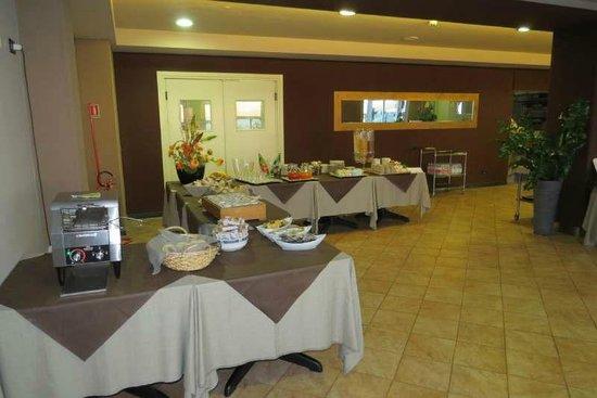 Hotel Corallo: Breakfast serving area