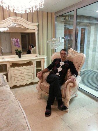 Gallery Avenue Hotel : Отлично сидим