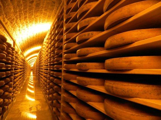 La Trace Chambre et Table d'Hote: La Visite des caves au Fort des Rousses