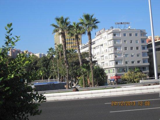 Hotel Parque: Hotellet från strandpromenaden