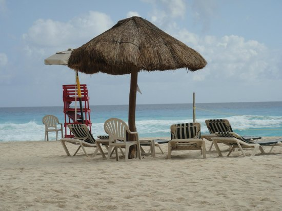 The Royal Sands Resort & Spa All Inclusive: Lifeguard chair and Palapa.