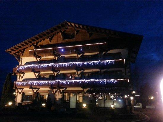 Hotel Calitxo: Vista nocturna (iluminación de navidad)