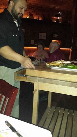 Lonesome Dove Western Bistro: Served on a cuttingboard!