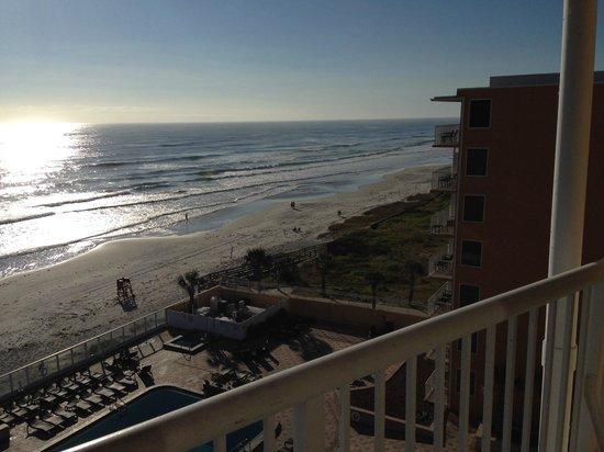 Holiday Inn Resort Daytona Beach Oceanfront: Blick aus dem Zimmer auf den Strand