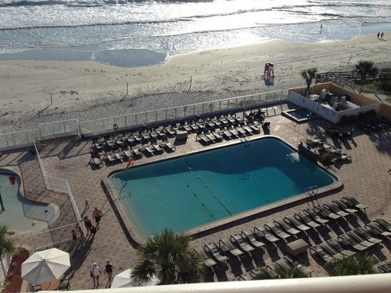 Holiday Inn Resort Daytona Beach Oceanfront: Blick aus unserem Zimmer auf den Pool