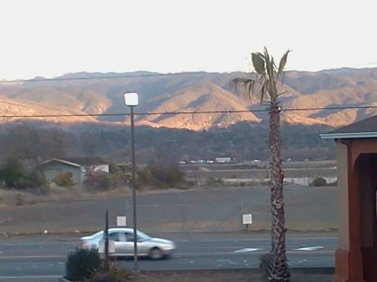 Travelodge Ukiah: Lovely sunset view from my room.